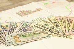 经济和它的组分 到达天空的企业概念金黄回归键所有权 财务和会计、经济和事务 图库摄影