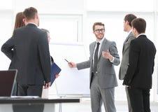 经理举办企业队的主要类 免版税库存照片