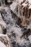 结冰在冬天风景的一点水小河 库存图片