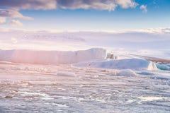 结冰的Jokulsarlon水盐水湖冰川 图库摄影