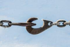 结冰细节在链子的与勾子 库存照片
