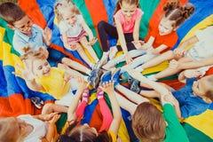 结合在一起使手的孩子 免版税图库摄影