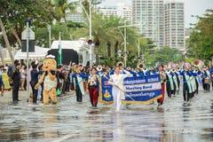结合游行前进在Internati的泰国中学学生 库存照片