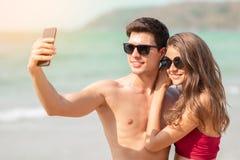 结合采取与智能手机的一selfie 免版税图库摄影