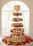 结块杯形蛋糕婚礼 免版税库存图片