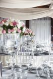 结婚宴会与花的饭桌 库存照片
