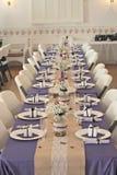 结婚宴会的典雅的表设置 免版税库存照片