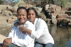 结婚的黑色夫妇愉快 库存照片