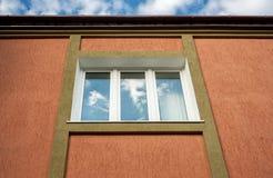 结构上详细资料。 在大厦的视窗。 免版税图库摄影