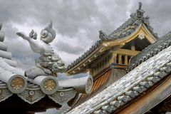 结构历史日本日本京都安排 狮子形象屋顶监护人 库存照片