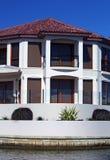结构居住的现代海滨 库存照片