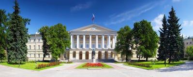 结构美好的宫殿petersbur smolny st 库存图片