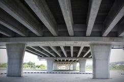 结构设计在桥梁下 库存照片