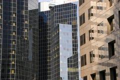 结构详细资料蒙特利尔scrappers天空 免版税图库摄影