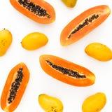 结果实样式用在白色背景的甜番木瓜和芒果果子 r r 免版税库存图片