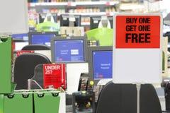 结算离开超级市场 免版税库存照片