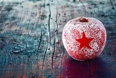结霜的圣诞节苹果 库存图片