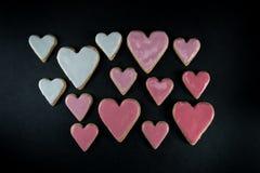 结霜的心脏曲奇饼品种  免版税库存图片