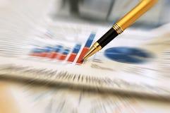 绘制财务笔报表陈列 免版税库存照片
