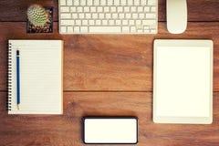 绘制配电器等级附注办公室笔百分比安排典型的视图工作图表 桌面、笔记本、电话和片剂桌集合的 库存照片