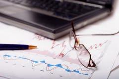 绘制dof膝上型计算机浅股票图表 免版税库存图片