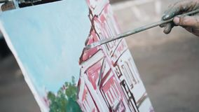 绘在街道上的艺术家的特写镜头一个风景 artsiest 影视素材