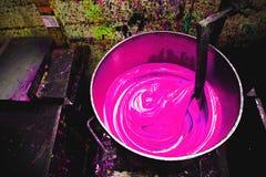 绘桶颜色混合 免版税库存照片