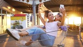 给上流五的购物车的女孩 股票录像