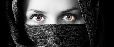 给催眠美丽的眼睛 库存图片