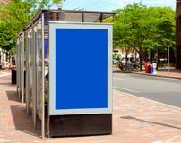 给公共汽车站做广告 免版税库存图片