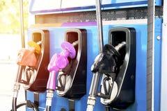 给分配器,油力量加油是非常重要在驾驶经济 免版税库存图片