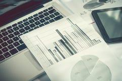 给商业促进数字式营销概念做广告 改进统计 免版税库存照片