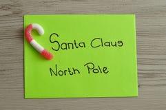 给圣诞老人的一封信件有棒棒糖的北极的 免版税库存图片