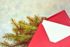 给圣诞老人的圣诞节信件在信封 免版税图库摄影