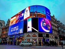 给在皮卡迪利广场的显示做广告 库存图片