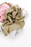 给坏的洗衣店穿衣的篮子 免版税库存照片
