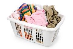 给坏的洗衣店穿衣的篮子 库存图片