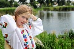 给女孩传统乌克兰人穿衣 图库摄影