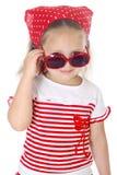 给女孩红色时髦的年轻人穿衣 免版税库存照片
