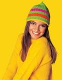 给女孩青少年的冬天黄色穿衣 免版税库存照片