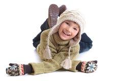 给愉快的冬天穿衣的男孩 免版税库存图片