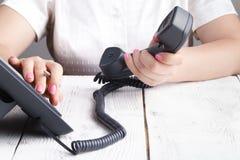 给拨号,联络和顾客服务概念打电话 所选的重点 库存照片