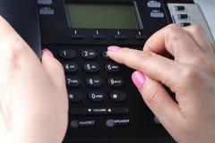 给拨号,联络和顾客服务概念打电话 所选的重点 免版税库存图片