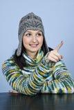 给指向青少年的冬天的女孩穿衣 免版税库存照片
