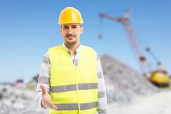 给提供的握手的友好的工头或工程师作为成交g 图库摄影