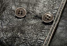 给皮革金属穿衣的黑色按钮 免版税图库摄影