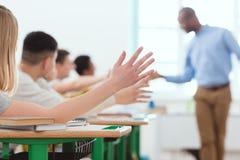 给高五的老师多文化小组高中 免版税库存照片