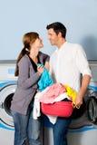 给洗衣店洗涤物穿衣 图库摄影