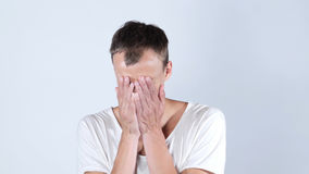 绝望哀伤的年轻人哭泣的protrait 库存照片