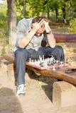 绝望的下象棋者 库存照片
